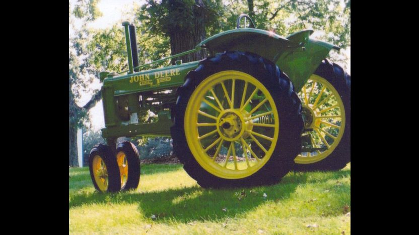 1936 John Deere B Tractor presented as lot S64 at Walworth, WI 2010 - image3