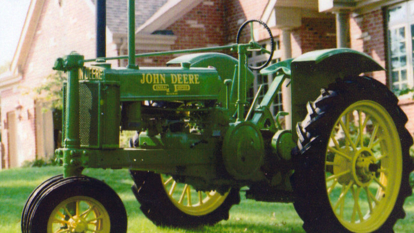 1936 John Deere B Tractor presented as lot S64 at Walworth, WI 2010 - image4