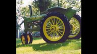 1936 John Deere B Tractor presented as lot S64 at Walworth, WI 2010 - thumbail image3