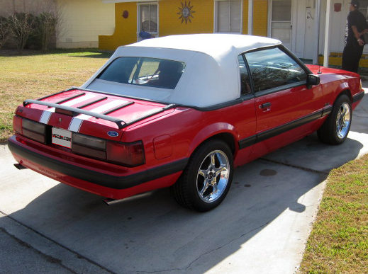 1990 Ford Mustang Convertible 5.0L, Automatic presented as lot T90 at Houston, TX 2013 - image2