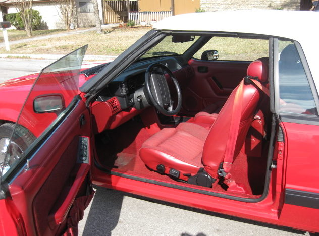 1990 Ford Mustang Convertible 5.0L, Automatic presented as lot T90 at Houston, TX 2013 - image3