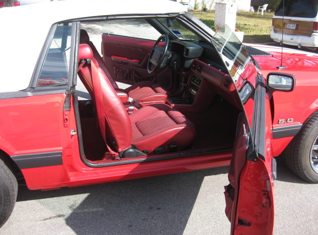 1990 Ford Mustang Convertible 5.0L, Automatic presented as lot T90 at Houston, TX 2013 - image4