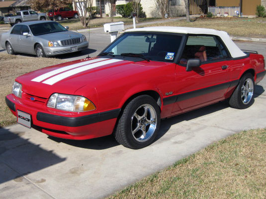 1990 Ford Mustang Convertible 5.0L, Automatic presented as lot T90 at Houston, TX 2013 - image8
