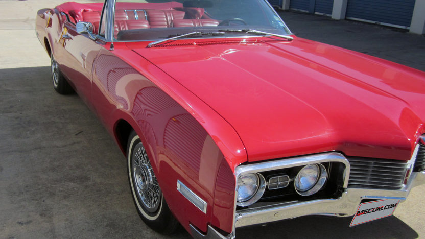 1967 Oldsmobile Delta 88 Convertible 425 CI, Automatic presented as lot T111 at Houston, TX 2013 - image9