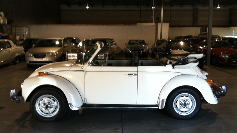 1976 Volkswagen Super Beetle Convertible presented as lot T116 at Houston, TX 2013 - image2
