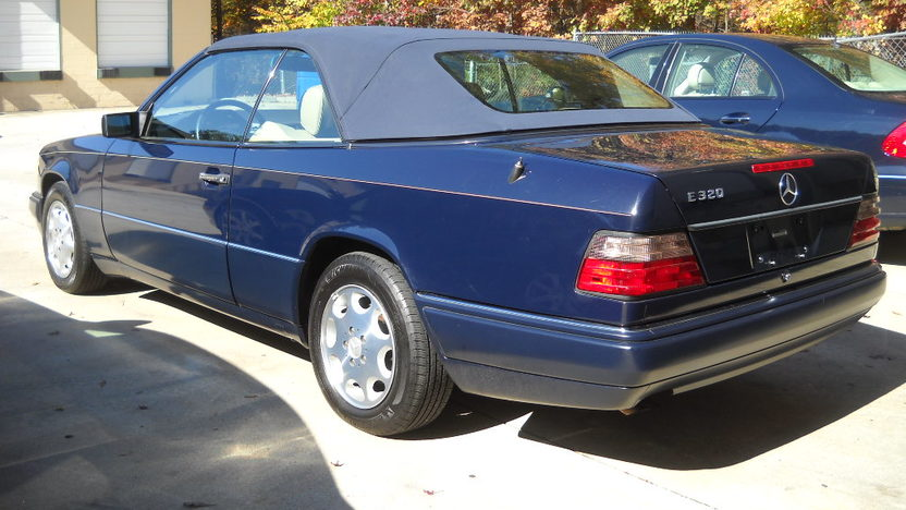1995 Mercedes-Benz E320 Convertible presented as lot T142 at Houston, TX 2013 - image2