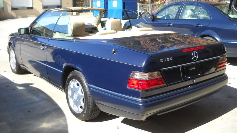 1995 Mercedes-Benz E320 Convertible presented as lot T142 at Houston, TX 2013 - image3