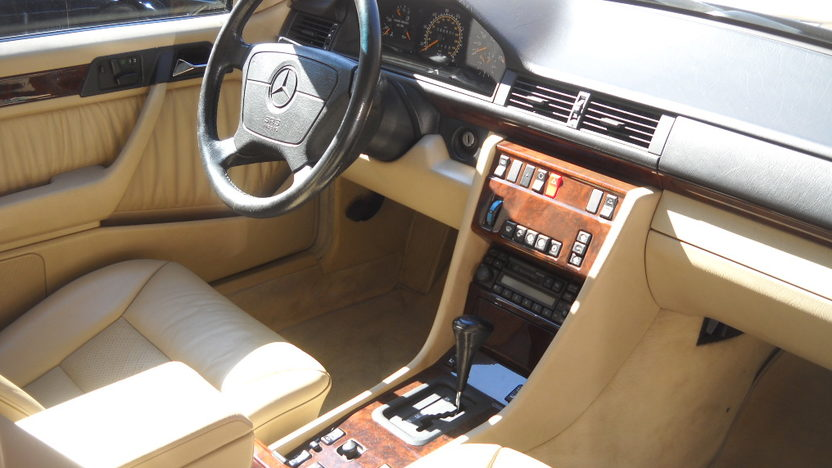 1995 Mercedes-Benz E320 Convertible presented as lot T142 at Houston, TX 2013 - image4