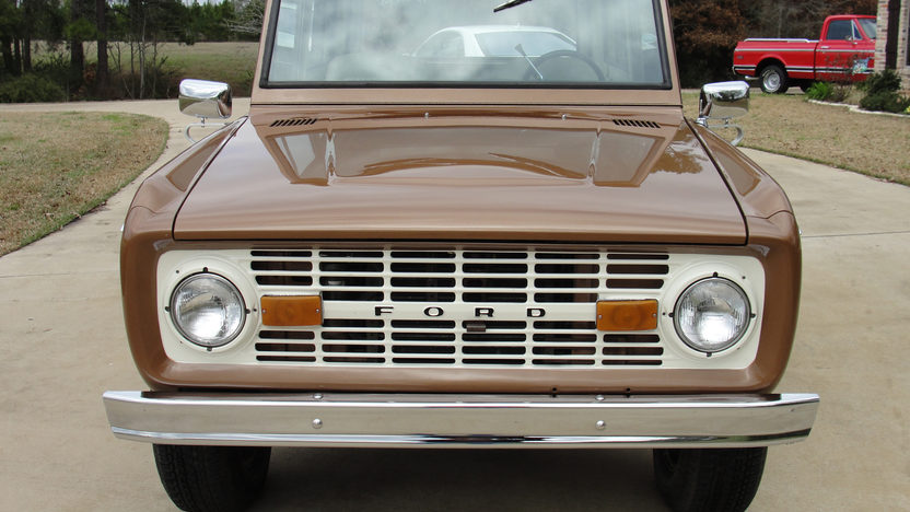 1975 Ford Bronco 302 CI, 3-Speed presented as lot T291 at Houston, TX 2013 - image8