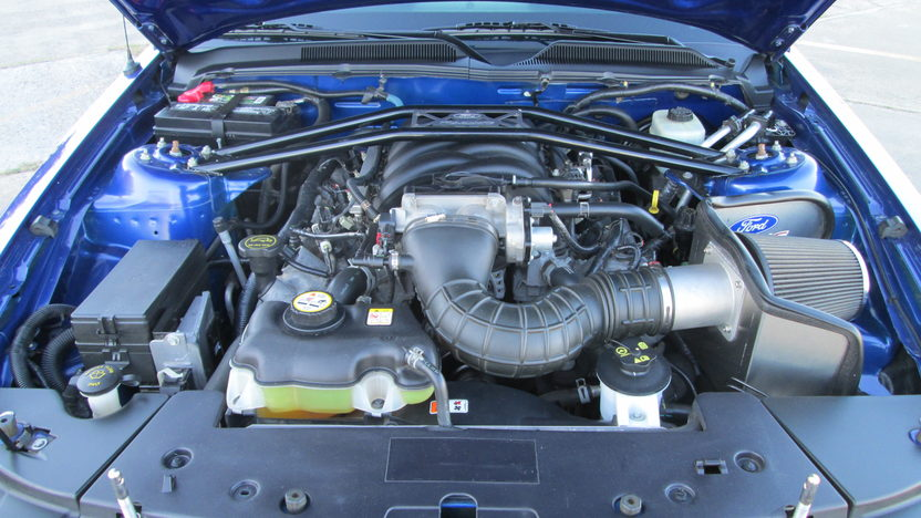 2005 Ford Mustang Coupe 4.6L, 5-Speed presented as lot T319 at Houston, TX 2013 - image5