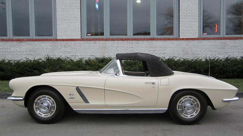 1962 Chevrolet Corvette Convertible 327/360 HP, 4-Speed presented as lot F193 at Houston, TX 2013 - image5