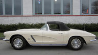 1962 Chevrolet Corvette Convertible 327/360 HP, 4-Speed presented as lot F193 at Houston, TX 2013 - thumbail image5