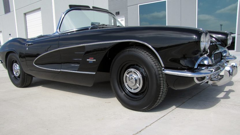 1961 Chevrolet Corvette Convertible 283/270 HP, 4-Speed presented as lot S149 at Houston, TX 2013 - image12