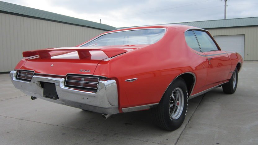 1969 Pontiac GTO Judge 400/366 HP, 4-Speed presented as lot S41 at Houston, TX 2013 - image9