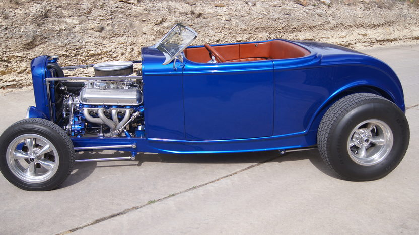 1932 Ford Roadster Street Rod 454 CI, Fiberglass Body presented as lot S91 at Houston, TX 2013 - image2