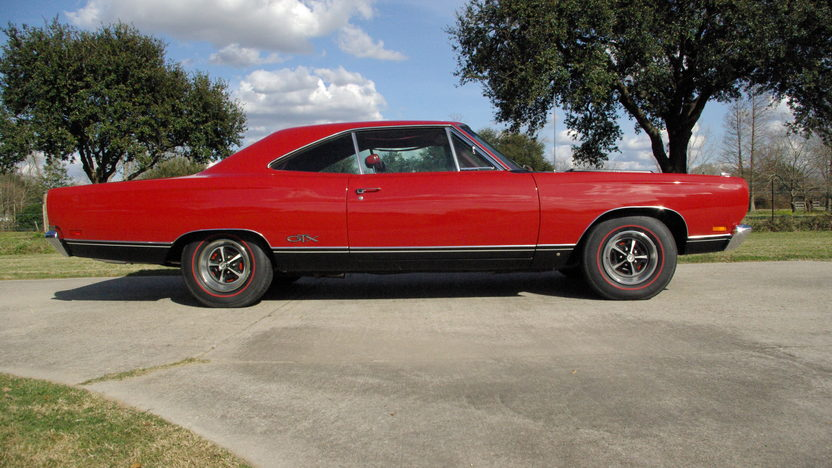 1969 Plymouth GTX Hardtop 440/375 HP, 4-Speed presented as lot S101 at Houston, TX 2013 - image2