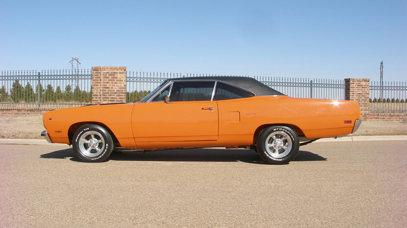 1970 Plymouth Road Runner 440 CI, 4-Speed presented as lot F252.1 at Houston, TX 2013 - image2