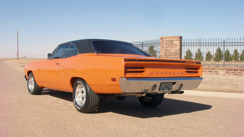 1970 Plymouth Road Runner 440 CI, 4-Speed presented as lot F252.1 at Houston, TX 2013 - image3