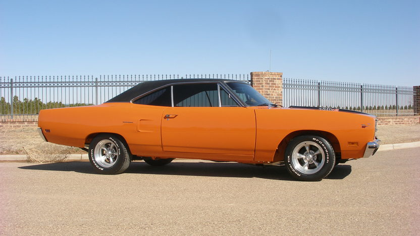 1970 Plymouth Road Runner 440 CI, 4-Speed presented as lot F252.1 at Houston, TX 2013 - image8