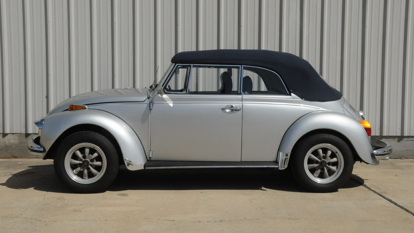 1971 Volkswagen Super Beetle Convertible 1600 CC, 4-Speed presented as lot T60 at Houston, TX 2014 - image6