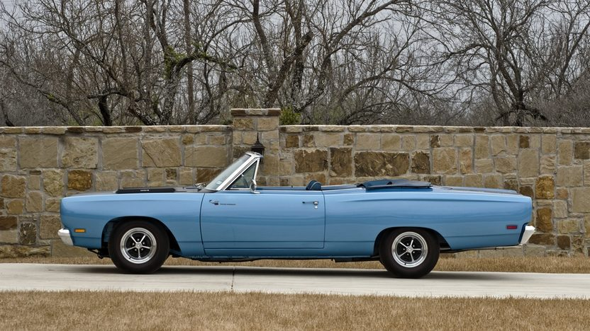 1969 Plymouth Road Runner Convertible 383/335 HP, Factory Air presented as lot S125 at Houston, TX 2014 - image3