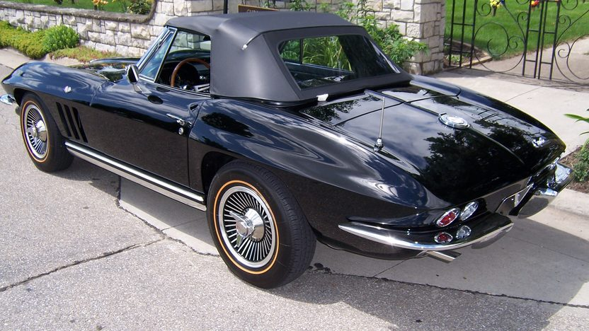 1965 Chevrolet Corvette Convertible 327/250 HP, 4-Speed Manual presented as lot S142 at Des Moines, IA 2009 - image2