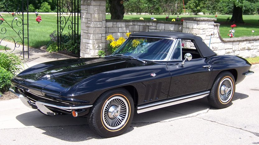 1965 Chevrolet Corvette Convertible 327/250 HP, 4-Speed Manual presented as lot S142 at Des Moines, IA 2009 - image3