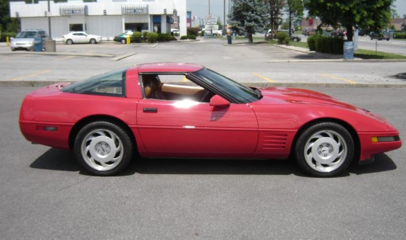 1991 Chevrolet Corvette Coupe 350 CI, Automatic presented as lot S64 at Des Moines, IA 2009 - image3