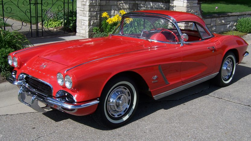 1962 Chevrolet Corvette Convertible 327/360 HP, 4-Speed  presented as lot S137 at Des Moines, IA 2009 - image3