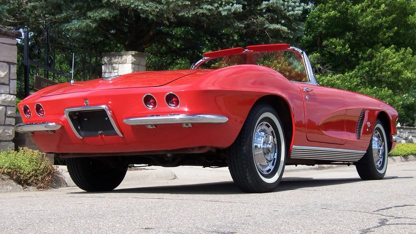 1962 Chevrolet Corvette Convertible 327/360 HP, 4-Speed  presented as lot S137 at Des Moines, IA 2009 - image4