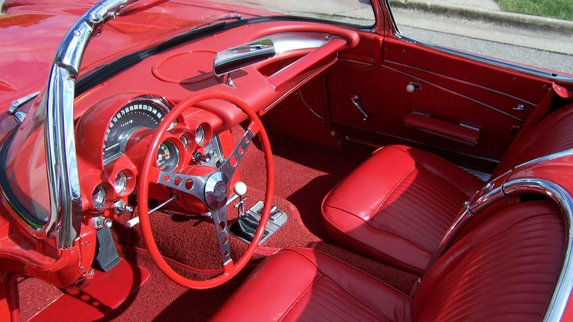 1962 Chevrolet Corvette Convertible 327/360 HP, 4-Speed  presented as lot S137 at Des Moines, IA 2009 - image5