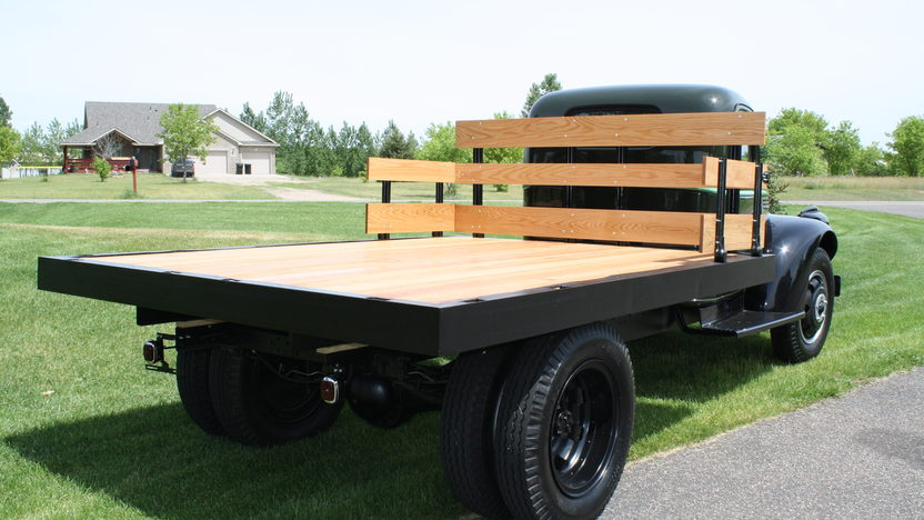 1946 Chevrolet  Stake Truck 235 CI, 4-Speed presented as lot F125 at Des Moines, IA 2010 - image2