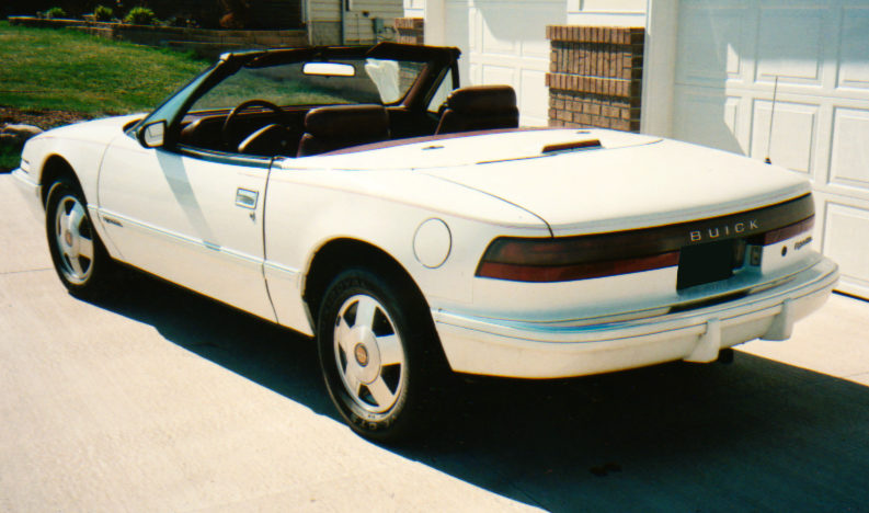 1990 Buick Reatta Convertible Automatic presented as lot F59 at Des Moines, IA 2010 - image2