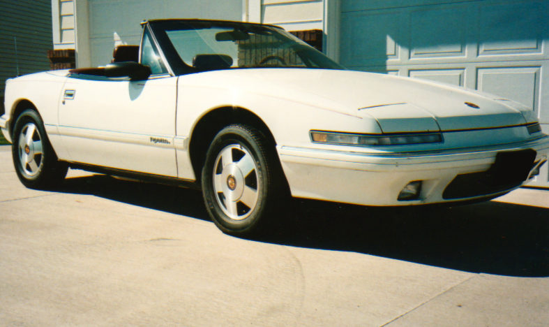 1990 Buick Reatta Convertible Automatic presented as lot F59 at Des Moines, IA 2010 - image3