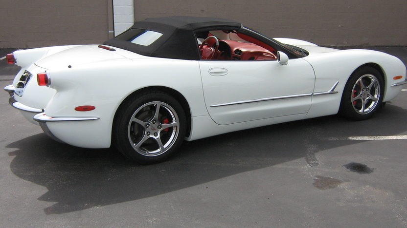 2004 Chevrolet Corvette Convertible 350 HP, Automatic presented as lot S53 at Des Moines, IA 2010 - image8