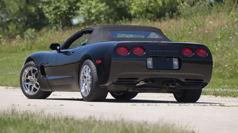 2000 Chevrolet Corvette Convertible presented as lot F61 at Des Moines, IA 2010 - image2