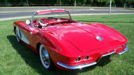 1961 Chevrolet Corvette Convertible 283/245 HP, 4-Speed   presented as lot F123 at Des Moines, IA 2010 - thumbail image2