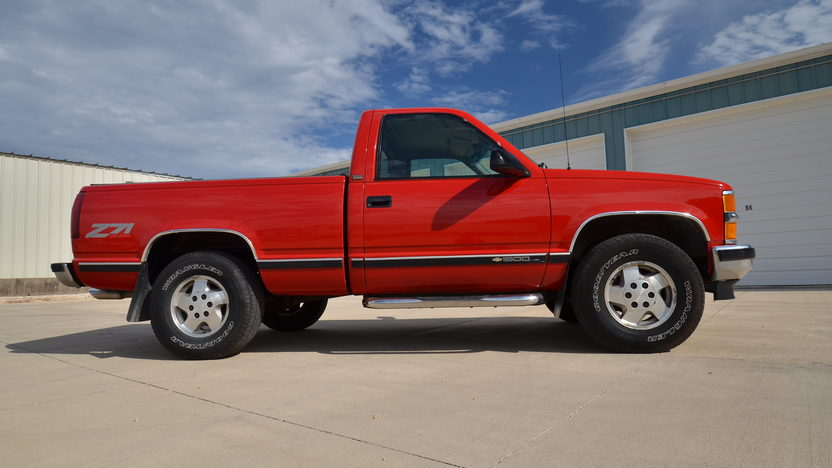 1995 Chevrolet K1500 Silverado Pickup 350 CI, Automatic presented as lot S166 at Des Moines, IA 2012 - image10
