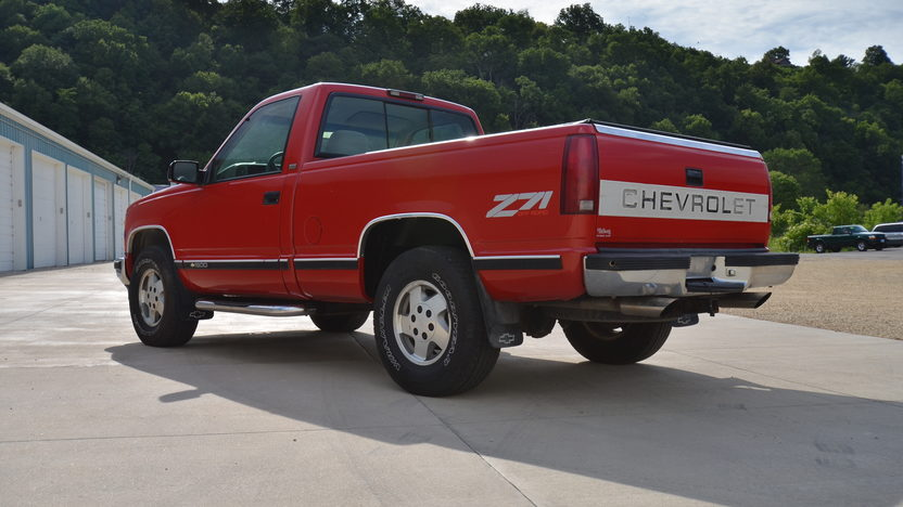 1995 Chevrolet K1500 Silverado Pickup 350 CI, Automatic presented as lot S166 at Des Moines, IA 2012 - image2