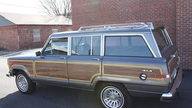 1988 Jeep Grand Wagoneer SUV 360 CI, 3-Speed Automatic presented as lot F4 at Kansas City, MO 2010 - thumbail image2