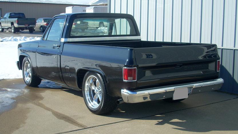 1985 Chevrolet C10 Pickup presented as lot F5 at Kansas City, MO 2010 - image2