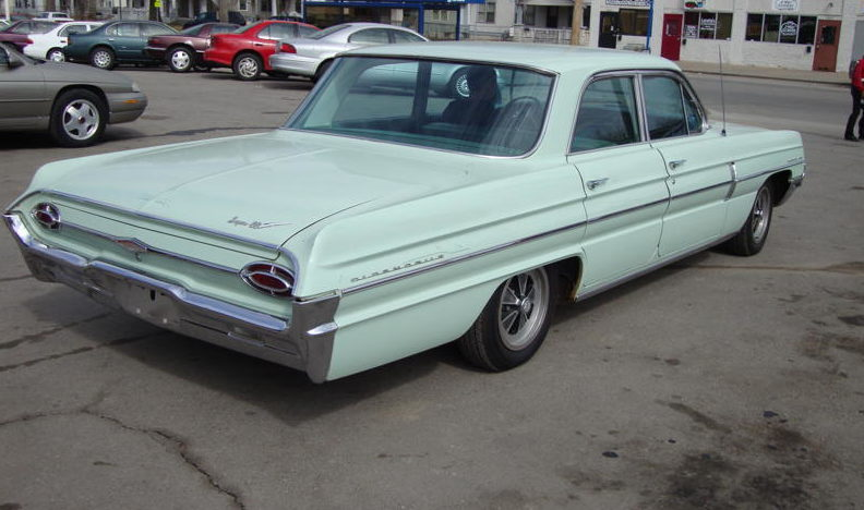 1962 Oldsmobile Super 88 4-Door Automatic presented as lot F8 at Kansas City, MO 2010 - image2