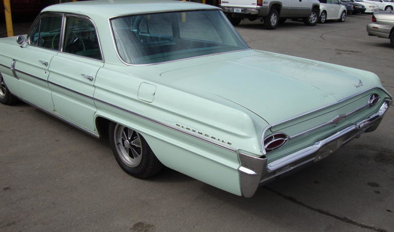 1962 Oldsmobile Super 88 4-Door Automatic presented as lot F8 at Kansas City, MO 2010 - image4