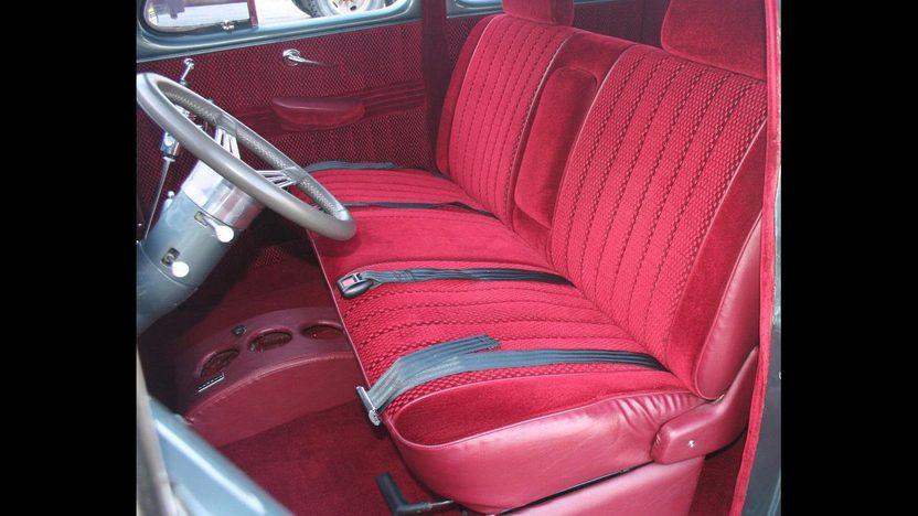 1947 Mercury  4-Door Sedan 283/350 HP, 3-Speed Automatic presented as lot F16 at Kansas City, MO 2010 - image4