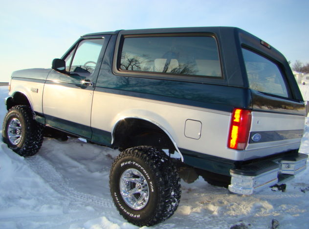 1994 Ford Bronco XLT SUV 351 CI, Automatic presented as lot F1 at Kansas City, MO 2010 - image2