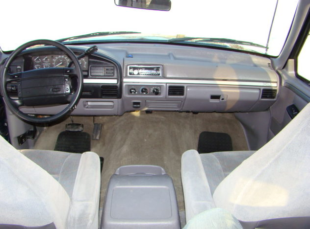 1994 Ford Bronco XLT SUV 351 CI, Automatic presented as lot F1 at Kansas City, MO 2010 - image3