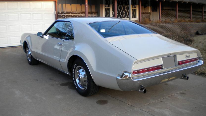 1966 Oldsmobile Toronado 2-Door Hardtop 425/385 HP, Automatic presented as lot F31 at Kansas City, MO 2010 - image2