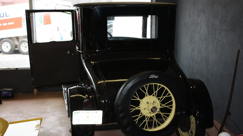 1926 Ford Model T 2-Door presented as lot F34 at Kansas City, MO 2010 - image2