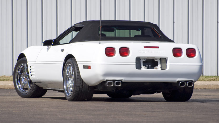 1992 Chevrolet Corvette Convertible 350/300 HP, 4-Speed Automatic presented as lot F81 at Kansas City, MO 2010 - image2