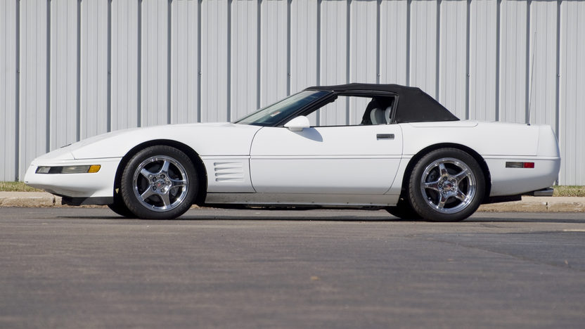 1992 Chevrolet Corvette Convertible 350/300 HP, 4-Speed Automatic presented as lot F81 at Kansas City, MO 2010 - image3